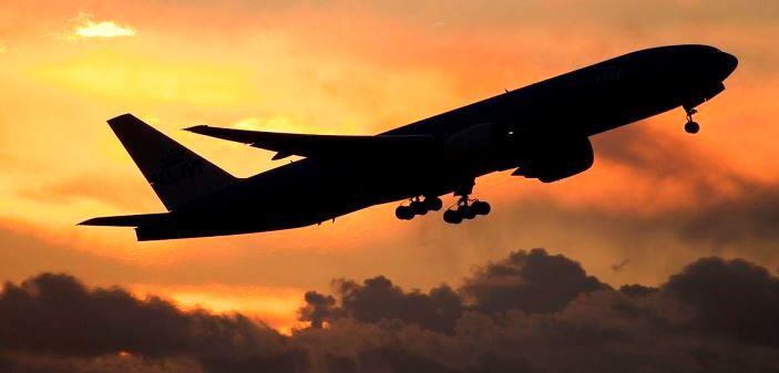 Аварийно: Кабинетът забрани полетите между България и Великобритания заради новия мутант на К-19