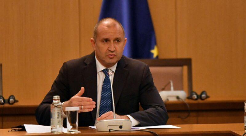 Румен Радев за скъпите ток и газ: Може да стане каскада от кризи, кабинетът трябва да вземе ясни и навременни мерки
